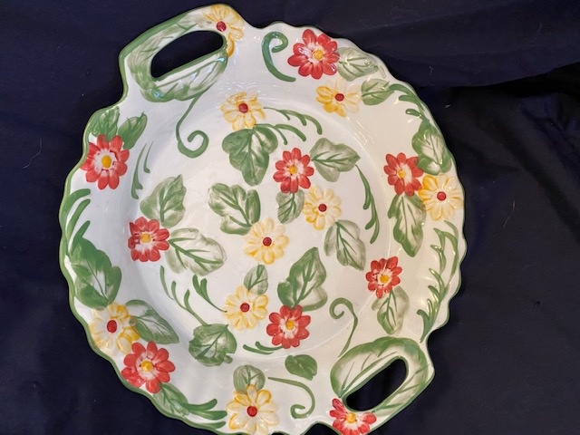 deep dish pie plate with floral motif