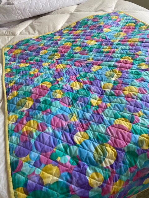 baby quilt – factory-quilted fabric with colourful geometric patterns