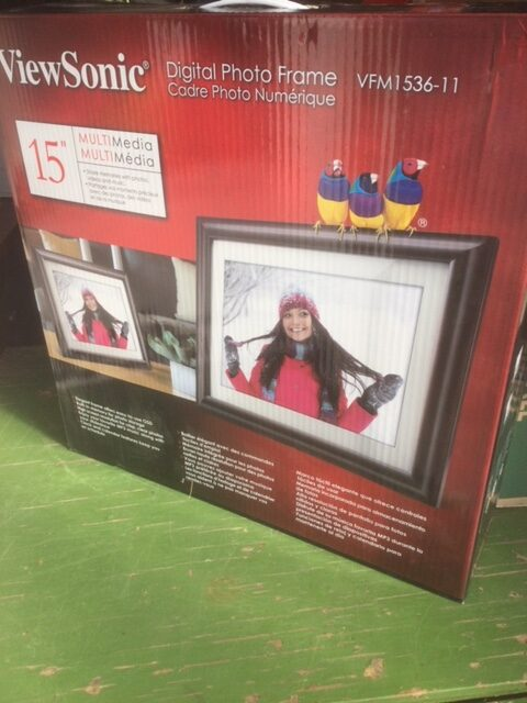 Red box containing ViewSonic digital photo frame