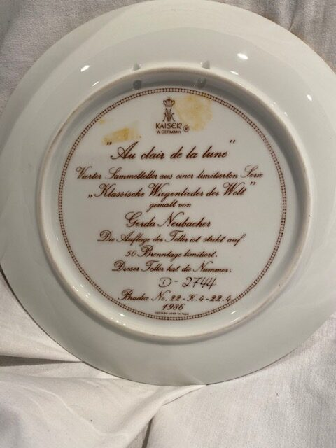 back of a collector plate - titled Au clair de la lune - Kaiser